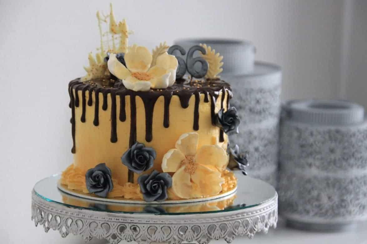 Golden dripcake